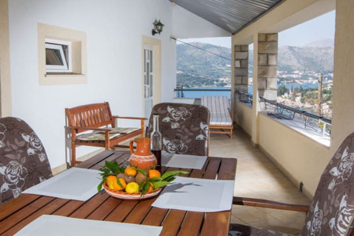 Villa next to beach for perfect vacation (17+3ppl) - Dubrovnik - Hus