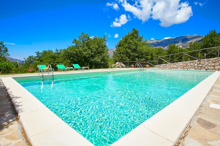 Country villa with pool in Sicily