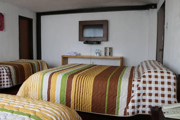 Hab #7 - 4 camas-Hotel 6 de Diciembre y Roca