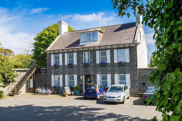 1842 Manor House 3 star B&B base to explore from