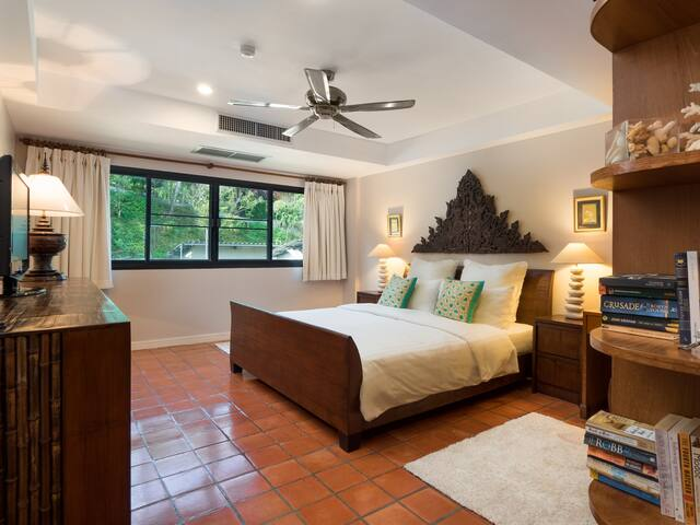 Large and Cozy Bedroom 150 m from Nai Harn Beach!