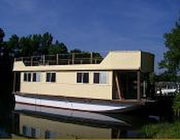 Floating Cottage on the Erie - Waterloo - Kapal