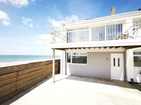 67 On the Beach - Spectacular beach front property