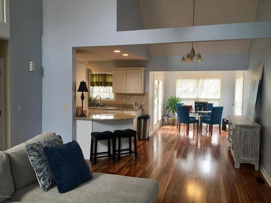 Spacious Living Room - Lots of natural light
