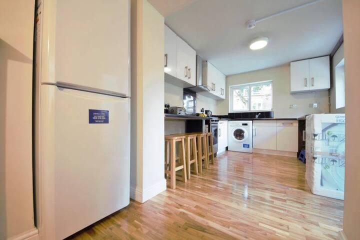 Clean & comfort - EnSuite room-3 - London - Bed & Breakfast