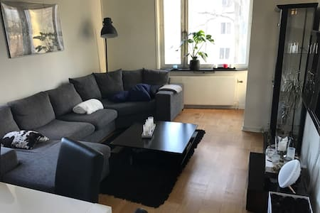 A light, modern and large flat in Gärdet - ストックホルム - アパート