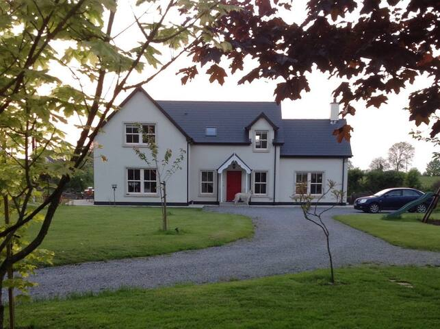 Fernhill - sleeps 8 -Family home with large garden