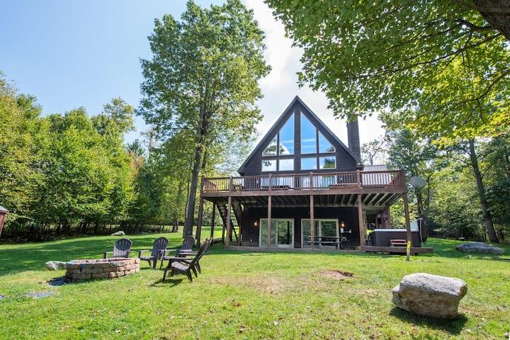 Lake Access Home w/Hot Tub, Fire Pit, Horseshoe Pit, & MANY Community Amenities!