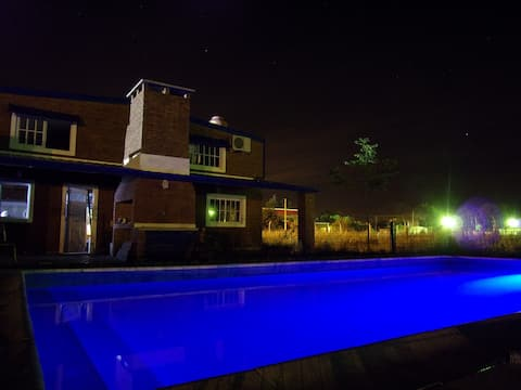 Cabaña amplia con piscina en Cayastá