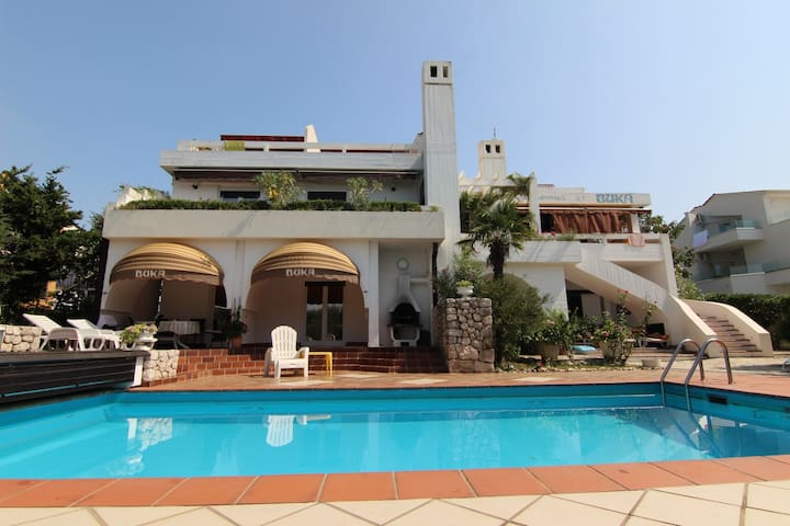Mediterranean villa 30 meters from the sea!