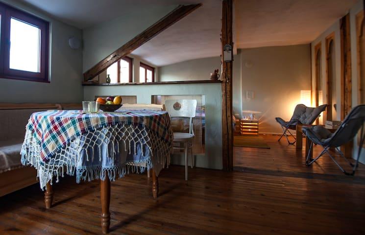 Romantic studio, ideal center