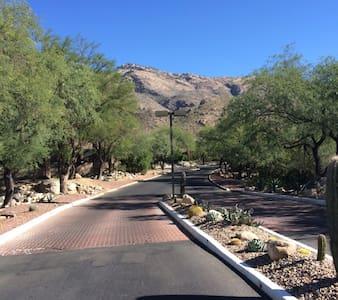 Condo with Panoramic Mountain and City Views! - Tucson - Condomínio
