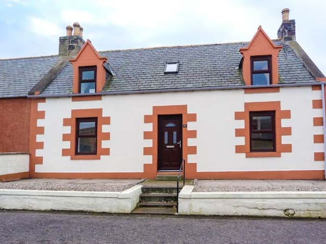 GRACE COTTAGE, family friendly in Portknockie, Ref 942469