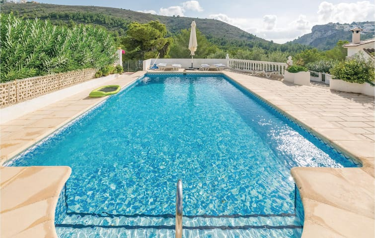 Holiday cottage with 2 bedrooms on 66 m² in Moraira