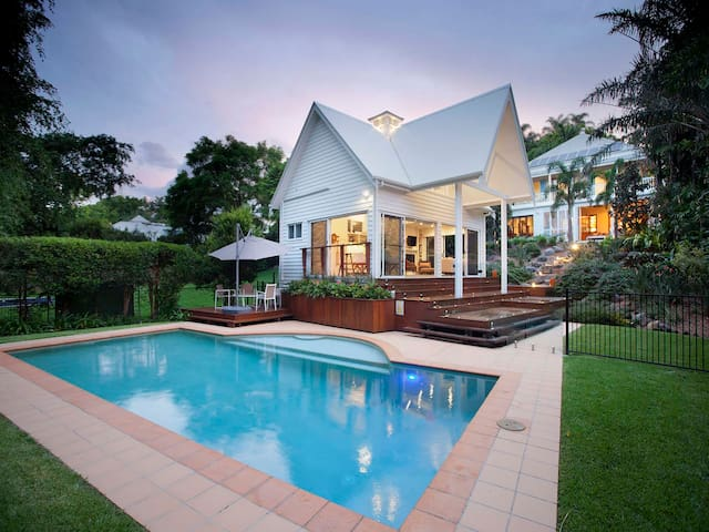 Hampton's Pool House - Luxury Experience - Red Hill