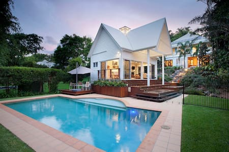 Hampton's Pool House - Luxury Experience - Red Hill - Gästehaus