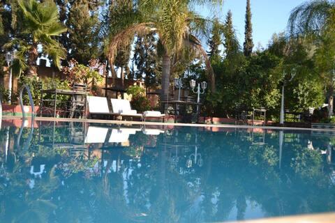 magnifique chambre dans un RIAD avec piscine