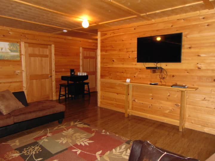 Cozy Cabin on 750 acres with lots of amenities