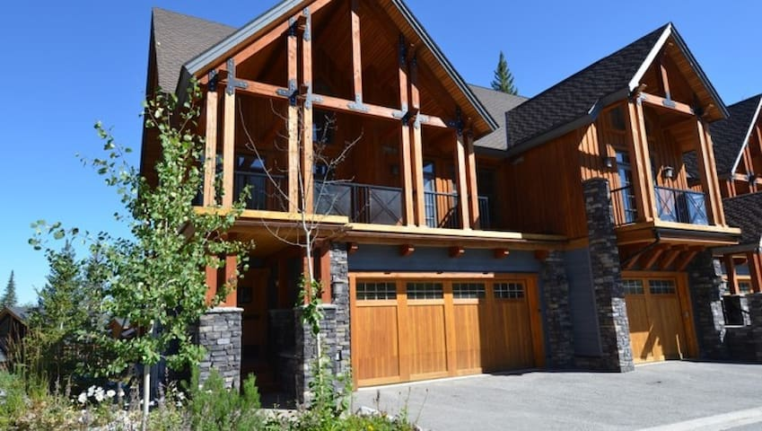 Luxury Kicking Horse home - ski in/out!