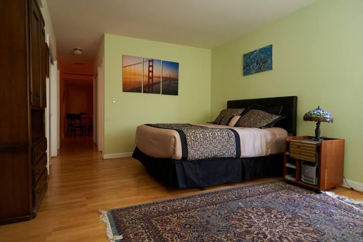 Spacious charming 1 bedroom suite!