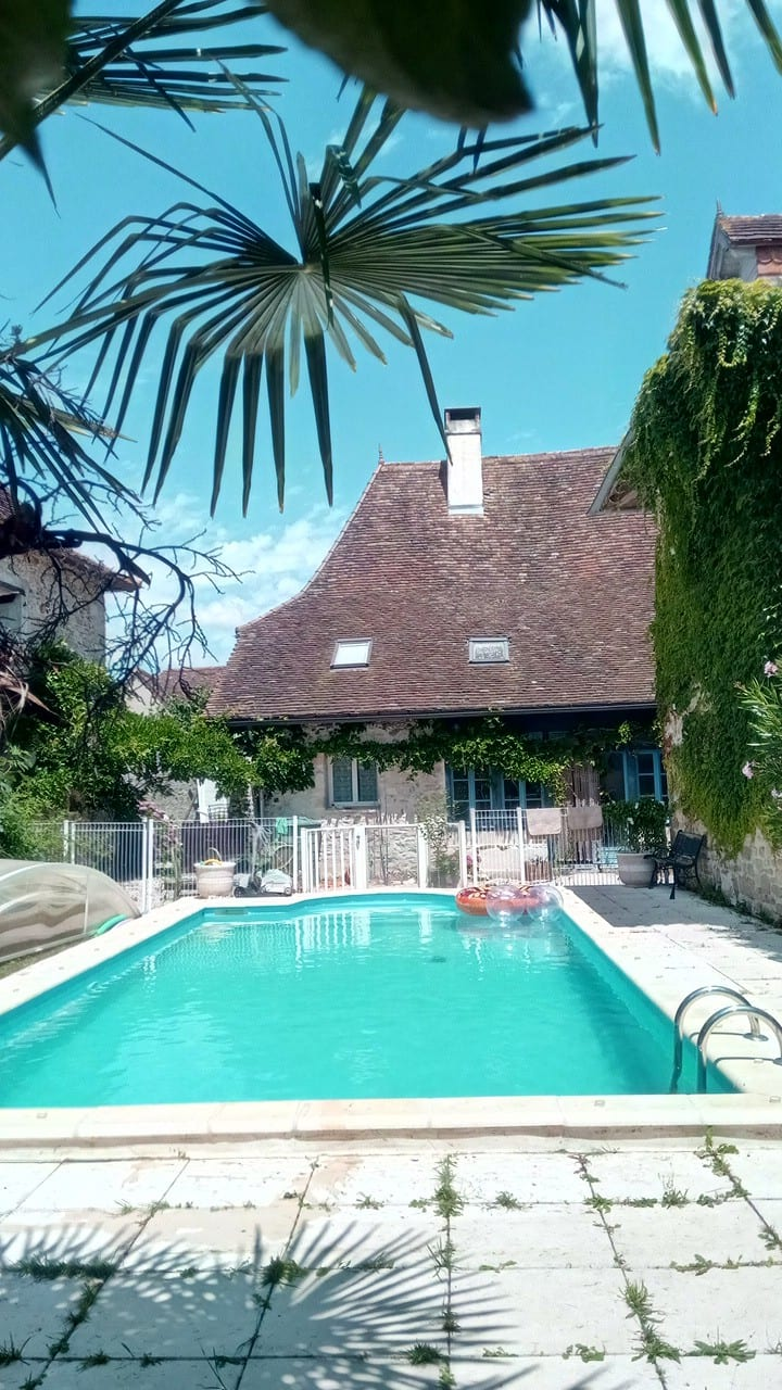 Gite 2 chambres avec cuisine , piscine , barbecue
