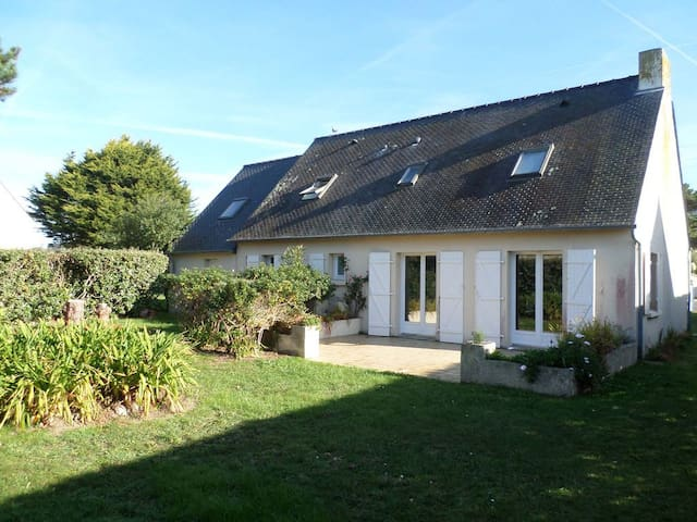 Ile grande : lovely house quiet close to the beach