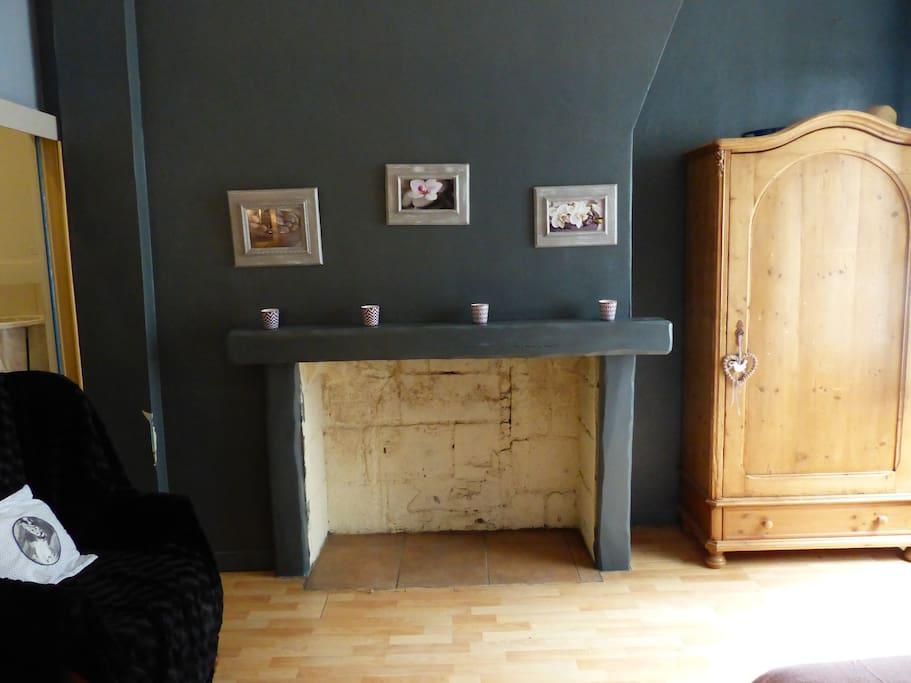 Chambre 25m² avec cheminé décorative (armoire accessible)