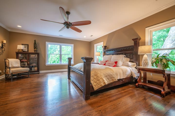 Buckhead Home - Walk to food, shopping, and more!!