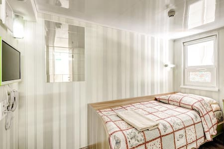 Уютная небольшая комната