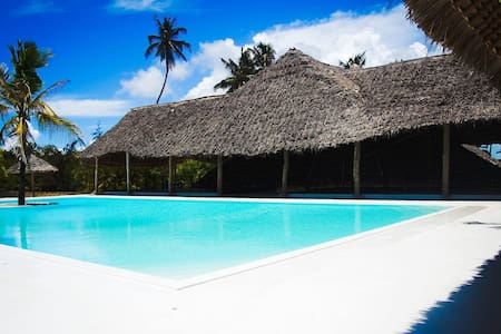 Blue Moon Resort! The best place in Jambiani!