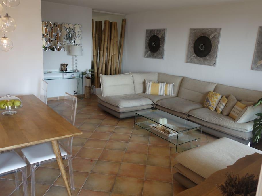 2 pi ce 70m2 piscine garage vue mer clim calme appartements louer nice provence alpes. Black Bedroom Furniture Sets. Home Design Ideas