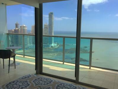 Luxury bedroom with oceanview - Panamá - Apartament