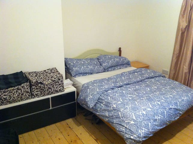 Large double bedroom-Great location - Dublin - Haus