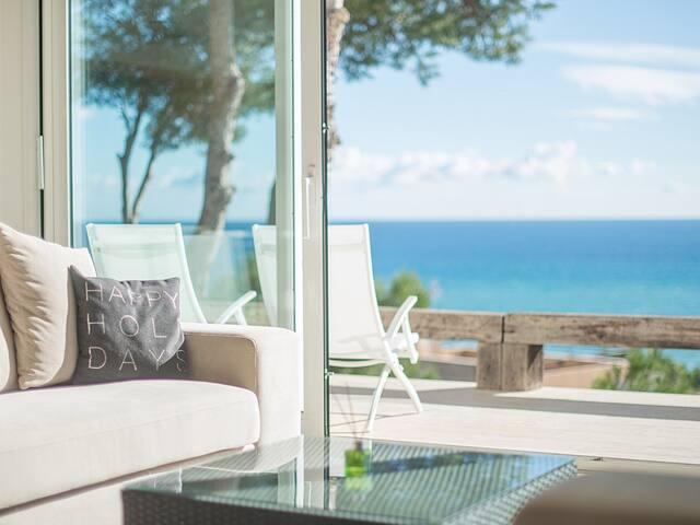 Modern villa with sea views in Tamarit Tarragona
