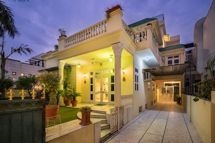 Shades of Summer - A Cosy 3BHK Apartment
