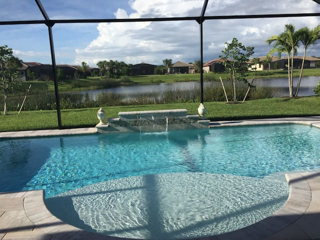 New Gated Community Near Beach - Bonita Springs - Huis