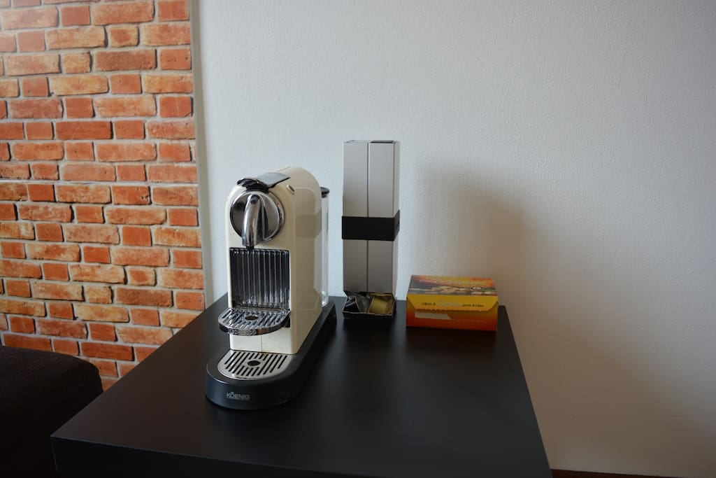 Coffee machine and tea table