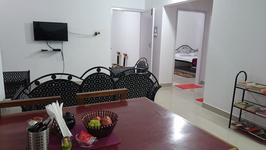 Home Away Home- Family Getaway-Close to GS Road