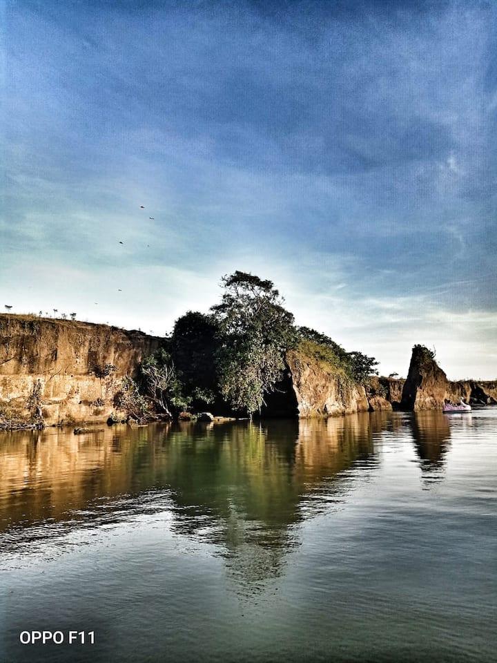 Toekik Hidden River