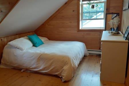 Chambre privée dans une maison chaleureuse, Québec