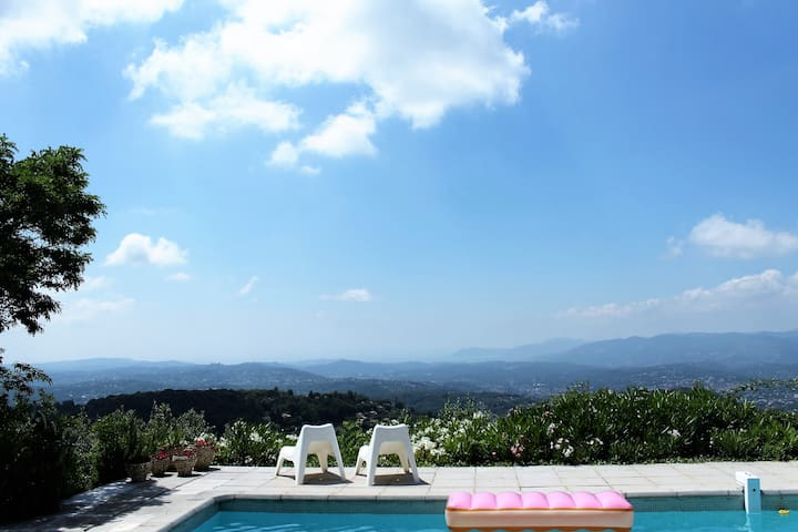 Superb location overlooking the Côte d'Azur.(2)