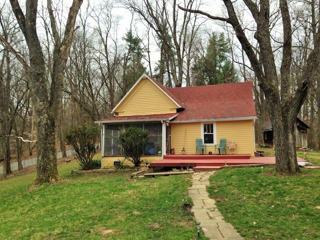 Walk to Lake Monroe, Rustic home on 5 acres - Bloomington - House