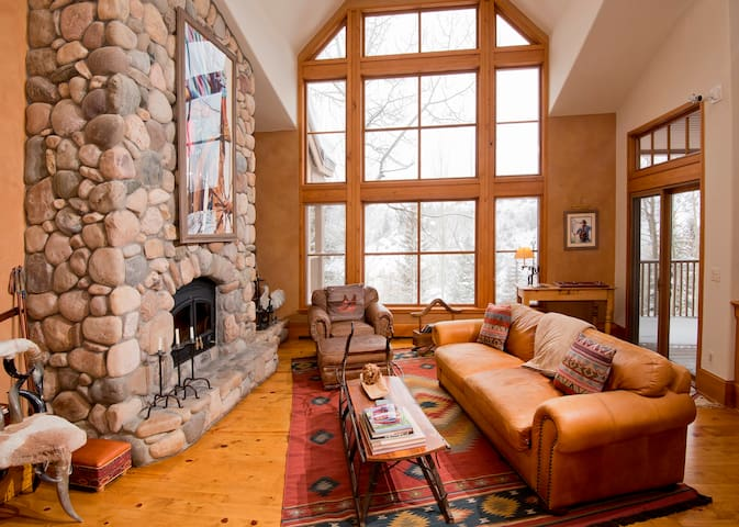 *NO GUEST SERVICE FEE* Exclusive Ski-in Villa Heart of Beaver Creek, Sleeps 9