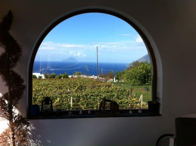 Country Lodge MoniGio - Sonnenuntergang übers Meer - Quattropani - บ้าน
