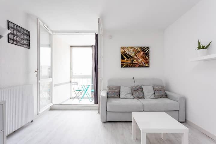 Studio  32 m² à 50 m de la plage avec parking!!