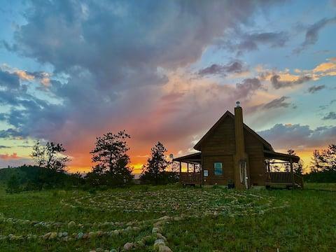 Cabaña de montaña privada con vistas de 360 ° y jacuzzi!