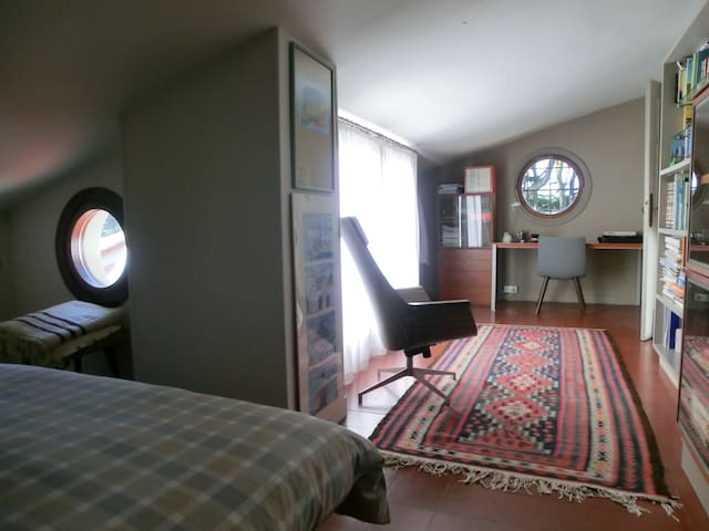 Dormitorio con terraza y parking privado - Donostia - Hus
