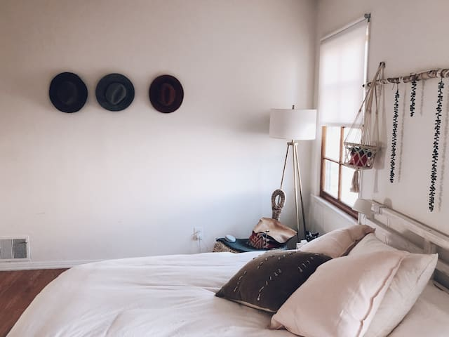 MINDFUL DREAMS IN WEST L.A ROOM