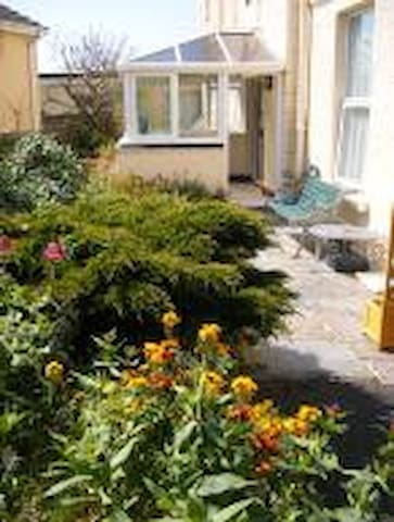 Welcome to 'Delfi' garden apartment at 'Yellow Sands' Aptmts/Cottages, Harlyn Bay, 3 miles from Padstow.