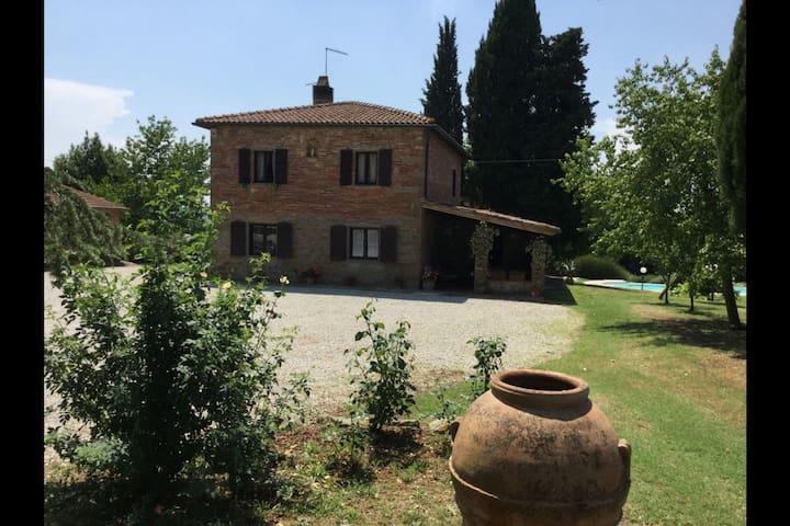 Villa Cecilia, sleeps 8 guests in Arezzo - Castiglion Fiorentino